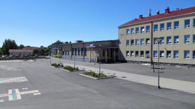 Kuva Lempoisten koulun pihasta
