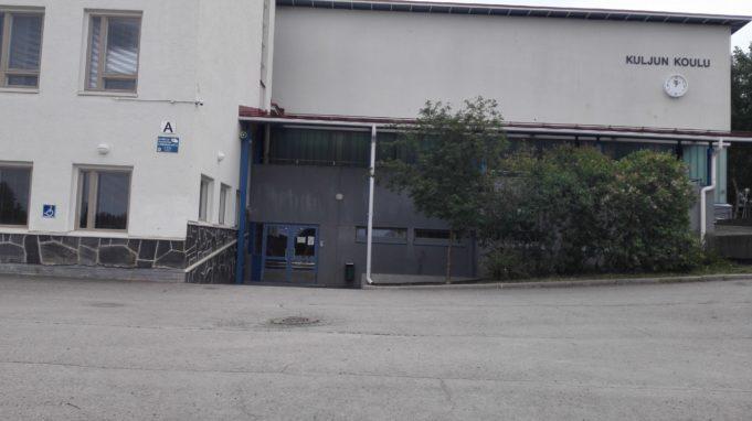 Kuljun liikuntahallin sisäänkäynnin kuva