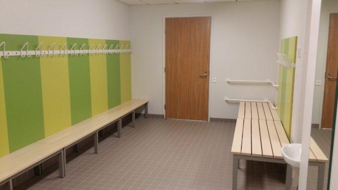 Virta-kampuksen liikuntasalin pukuhuoneen kuva