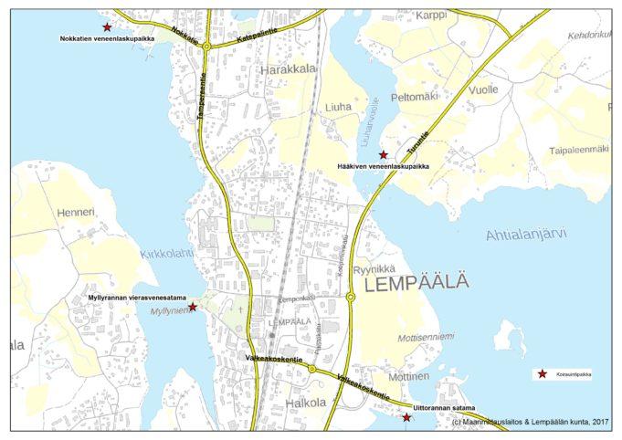 Koirien uittopaikat merkittyinä kartalle. Nokkatien veneenlaskupaikka löytyy Hollonnokasta, Nokkatien päästä. Hääkiven veneenlaskupaikka on Turuntien varressa, Hääkiven levähdyspaikan vieressä. Myllyrannan vierasvenesatama sijaitsee Kirkkopolun päässä. Uittorannan satama sijaitsee Mottistentien päässä.