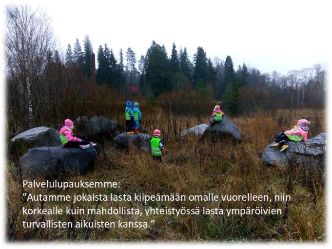 Palvelulupaus-kuva, autamme jokaista lasta kiipeämään omalle vuorelleen, niin korkealle kuin mahdollista, yhteistyössä lasta ympäröivien turvallisetn aikuisten kanssa