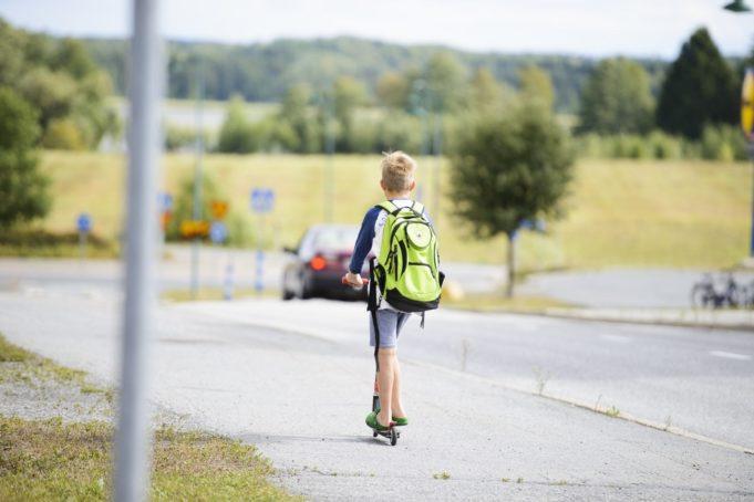 koululainen koulumatkalla