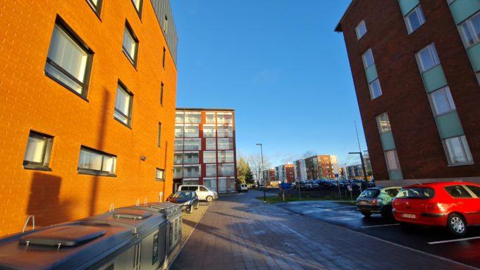 Lempäälä-talon läheisyydessä sijaitseva kevyen liikenteen väylä, Runoilijanpolku.